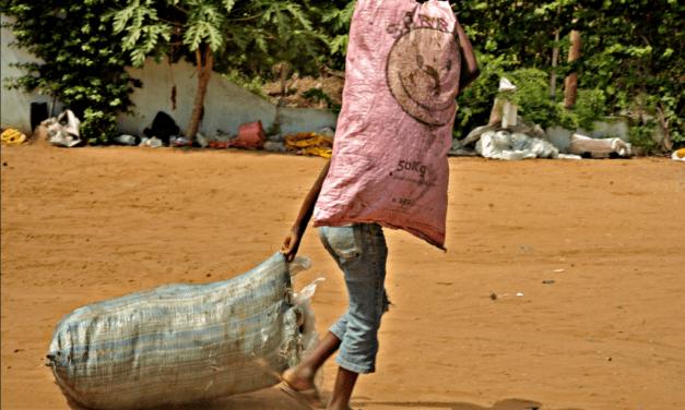 Mozambico.  Riciclando Realtà: la nuova vita dei Catadores