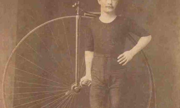 Dall'Ottocento al Novecento fotografie di sportivi tra passione, gioco e agonismo.