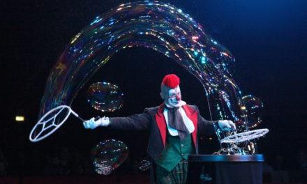 Magic in Grugliasco con il Vertigo Show. Varieté tra piume di struzzo, strass, paillette, swing e charleston