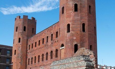 """Restaurato l'accesso al """"cardo maximus"""". La via principale su cui aprono le Porte Palatine."""