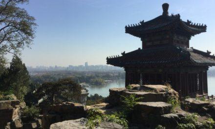 In visita alle meraviglie di Pechino. I ragazzi dell'Istituto Sociale a colloquio con l'ambasciatore.