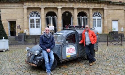 Da Torino a Parigi a cavallo di una deux chevaux d'epoca per vedere il Retromobile.