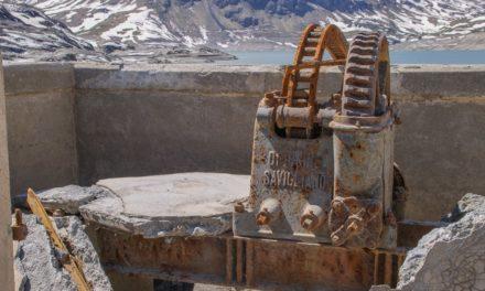 Lago del Moncenisio, tra pochi  giorni l'acqua tornerà a ricoprire il bacino e i suoi frammenti di storia