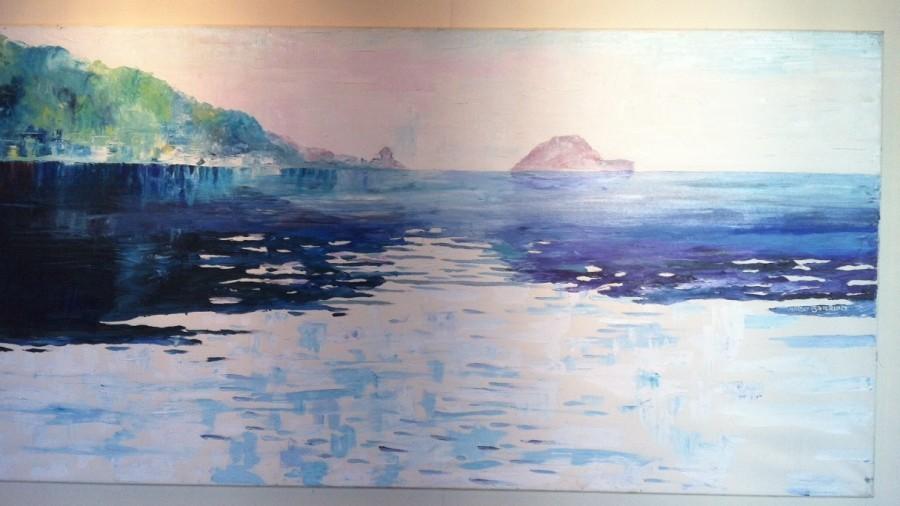 """Mario Berrino, di là dal muretto e tra le onde. A Palazzo Cisterna i dipinti di """"Un mare di colore""""."""
