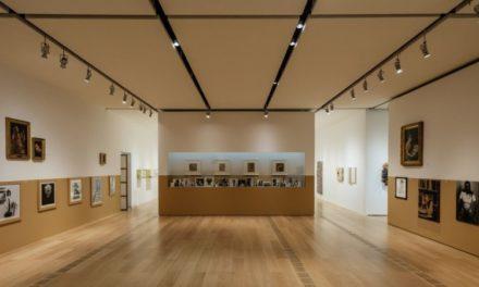 Le riflessioni di Trockel alla Pinacoteca Agnelli: dialoghi e contrasti con le collezioni torinesi.