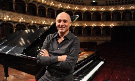 Il trait d'union del linguaggio tardo-romantico tra Schumann, Skrjabin e Rachmaninov sotto le dita di Benedetto Lupo.