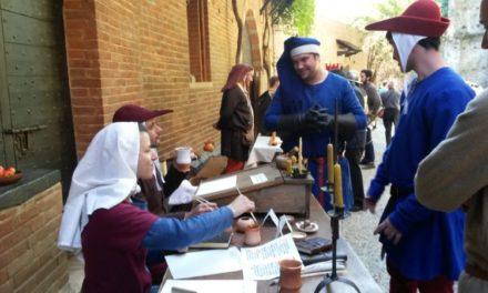 Torino Comics in panni medievali al castello del Valentino.