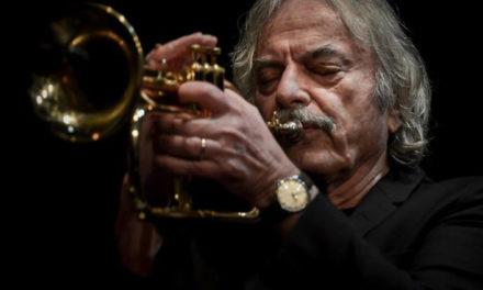 Ritorna per cinema a Palazzo Reale la vita in Jazz di Enrico Rava. Un docufilm necessario.