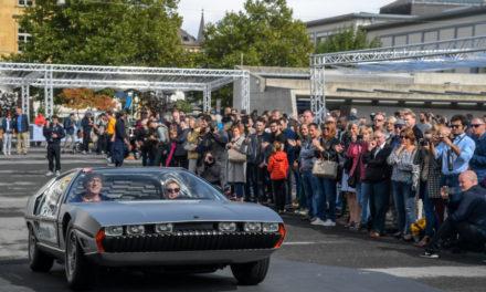 Lamborghini fa inchinare il toro al maestro Le Corbusier. Concorso d'eleganza nella sua città natale.