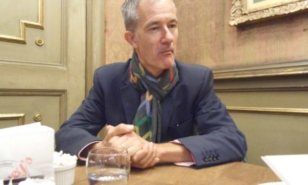 Le Sabbie Bianche di Geoff Dyer arrivano a Torino. Conversatore sottile e sciccoso, perfetto per un'intervista.