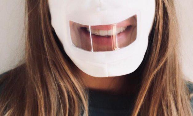 Un aiuto alle persone con problemi uditivi. Mascherine trasparenti per il labiale.