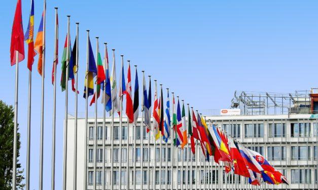 """Povertà materiale ed educativa in Europa: il caso limite dell'Italia e il """"da farsi""""."""